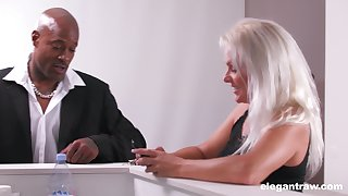 Whorish cougar Kathy Anderson is cheating superior to before her scrimp with handsome black guy