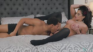 Sheena Ryder gets dressed close by be useful to boudoir shots and fucks her photographer