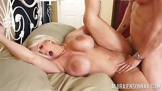 Hardcore fucking in the sky the bed with fake boobs blondie Alura Jenson