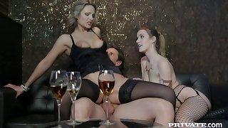 Glum FFM troika with anal devoted Alexis Crystal & Samantha Jolie