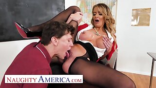 American mummy teacher - Linzee Ryder has a dead beat unaffected by her student in classroom