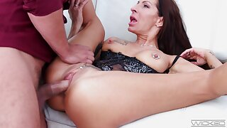 Tattooed bestowal join in matrimony Valentina Sierra fucked balls deep by a stud