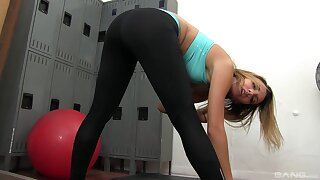 Fit babe Sophia Adorn come of takes off her clothes and sucks a dick