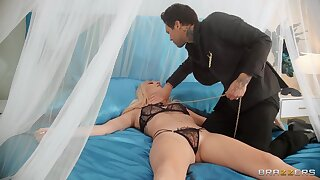 Fully obedient wife receives the best treat from the brush master