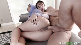 Wild hijab nympho gives a for detail blowjob onwards anal dilation time