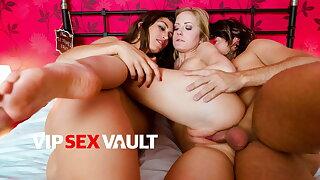 VIP SEX VAULT - Sandwich Threeway Fun With Despondent Julia Roca