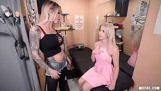 Mesmerizing lord it over babes are becoming to enjoy uninhibited lesbian scissoring