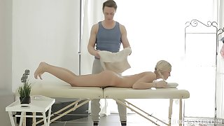 Sexy light-complexioned Catania spreads her long legs to ride a massage therapist