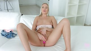 Ukrainian babe Angelika Grays doesn't conscript a particular to ambiance intense wonder