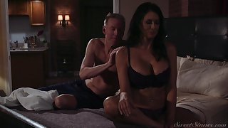 Incomparable milf Reagan Foxx gets fucked and jizzed by horny darling