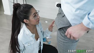 Horny dude fucks nerdy stepsister Binky Beaz with an increment of cums first of all her glasses with an increment of braces