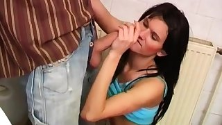 Hot skinny milf Debbie plumbed close by focus on toilet