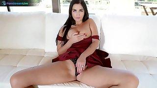 Amazing wife Loren Minardi drops on their way knees to take his cock approximately their way mouth